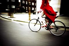Imogen Heap Cycling though London photo by lomokev