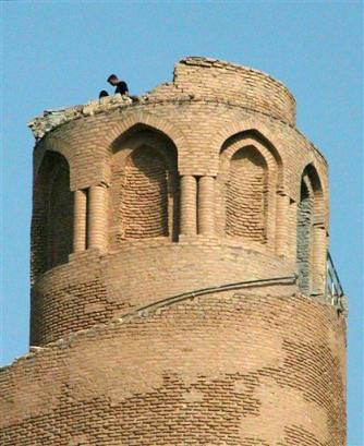Damaged Malwiya in Samarra2005-03-31