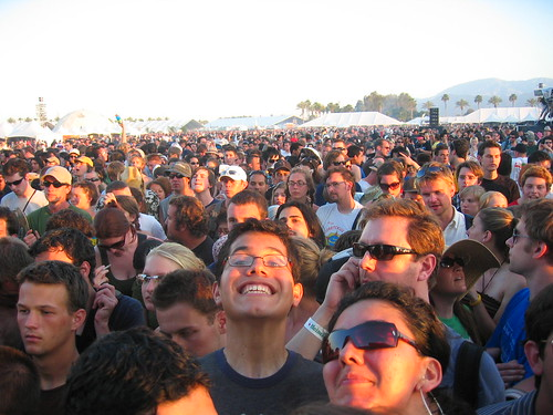 audience at yeah yeah yeahs