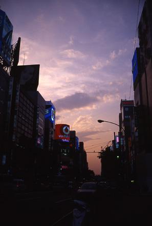 銀座の夕空