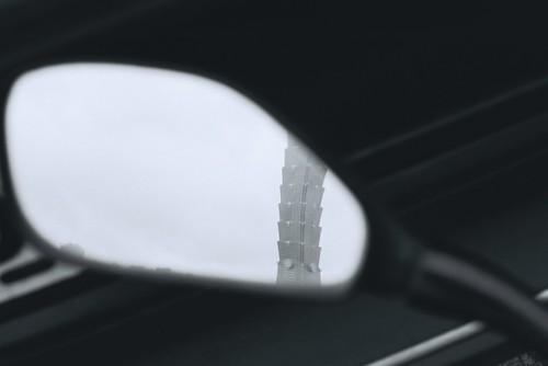 F1000017