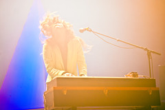 Beach House (Victoria Legrand) _BH07195xr photo by Lindsey Best [hazyskyline]