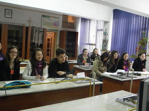 Dans une salle de sciences