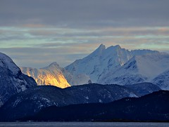 Late evening sunshine between Romsdalen mountains photo by Martin Ystenes - http://hei.cc