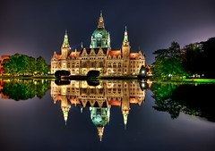 Hannover Rathaus photo by Sprengben [why not get a friend]