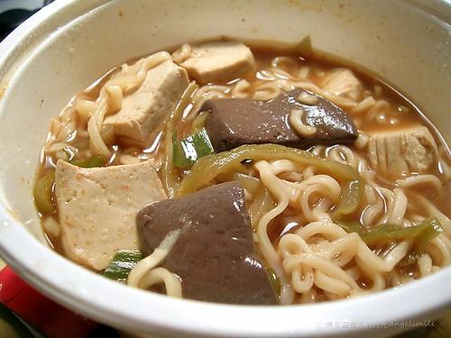 麻辣臭豆腐泡麵 - 還有鴨血、酸菜、蒜苗