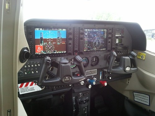 Garmin G1000 panel inside the CAP Cessna 182-T
