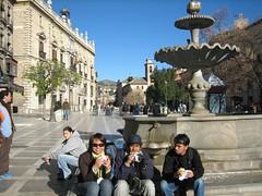 Makan Kebab di Plaza Nueva, Granada, Spain