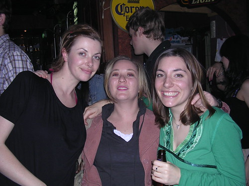 An English woman with two Aussies
