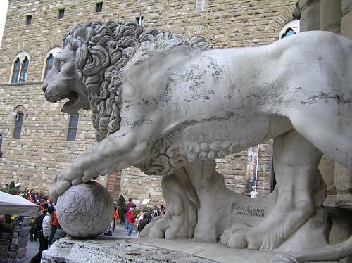 Lion, Loggia dei Lanzi