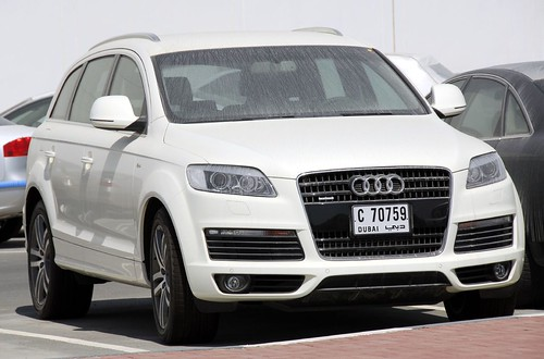 Audi q7 more pics and action movie of white q7 the for Credit auto garage audi