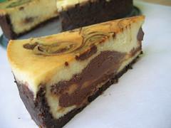 vanilla choc swirl cheesecake slice