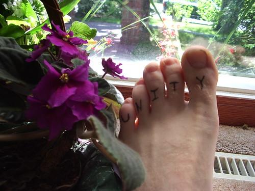 Uni-toes