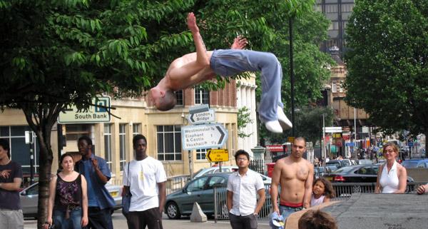 La calle para jugar, correr y saltar