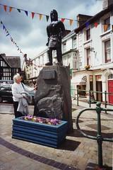 Cerflun Owain Glyn Dŵr, Corwen