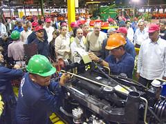 Proceso de ensamblaje del nuevo tractor 399
