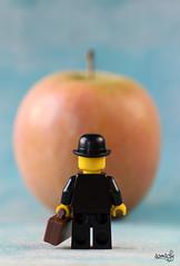 René (Ceci n'est pas une pomme) photo by samsofy