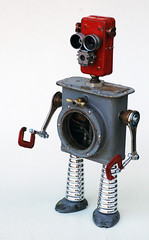Red recycled robot photo by Lockwasher