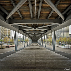 Under the bridge photo by 1oeil2yeux