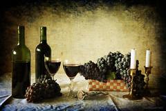 Vitis vinifera et vinum (Bodegón enológico) photo by osolev