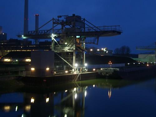 Rheinhafen-Dampfkraftwerk bei Nacht