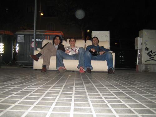Un sofá en la calle