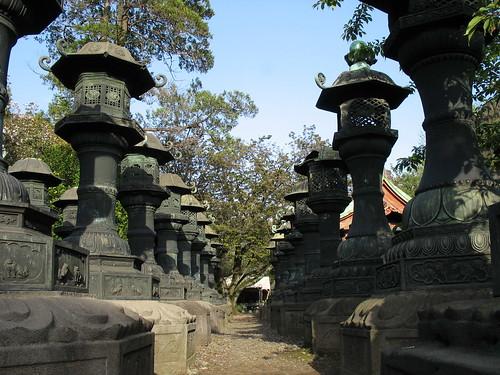 Ueno park - stupovi isprid hrama