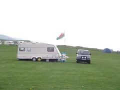 Y ddraig goch yn chwifio ym Morfa Bychan, ger Aberystwyth
