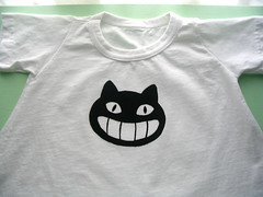 stencilled cat face shirt