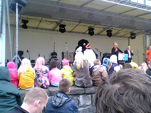 Icelandic Independence Day as celebrated by a giant plushie puffin, via daddytypes.com
