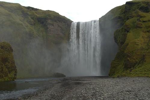 Waterfall_@_Skogafoss,_Iceland_3.jpg