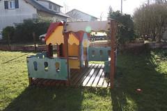 une aire de jeux dans le jardin