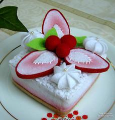 Torta de Morango em feltro photo by Tata Bonecas