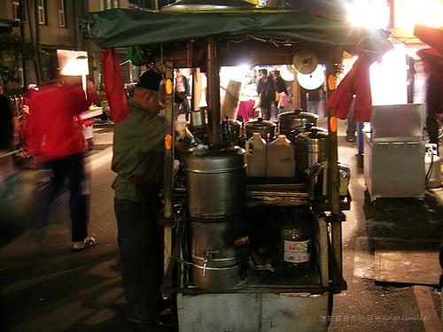 廣州街夜市的古早味杏仁茶 - 三輪推車攤