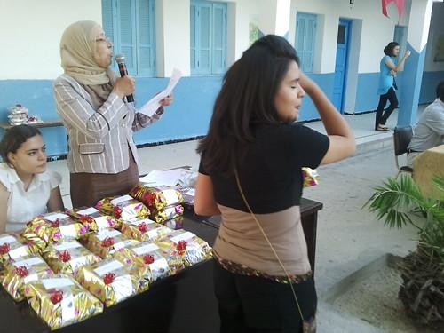 توزيع الجوائز على التفوقين
