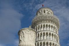 Il vaso, il piccione e la Torre di Pisa - The vessel, the pigeon and the Tower of Pisa (Tuscany, Italy) photo by ricsen