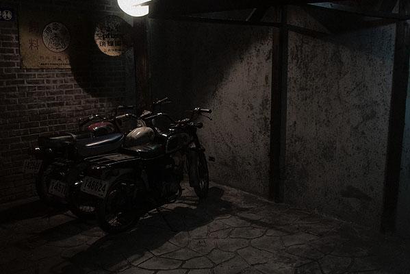 尋找那黑貓酒吧的路上
