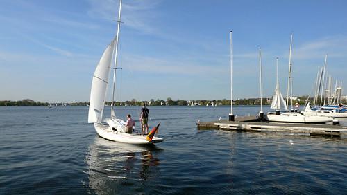 Segelboot (Drache) auf der Aussen-Alster in Hamburg +++ Sailing Boat on the Outer Alster in Hamburg