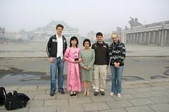 Kim Il-sungplein, met op de achtergrond de nationale bibliotheek