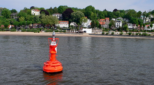 Övelgönne Strand mit 'Strandperle' in Hamburg