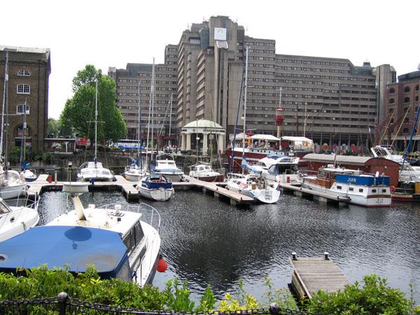 La zona costera en el centro de la ciudad: St Katharine's Dock