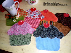 ♥♥ Muhg  Rug cup cake ♥♥ photo by Gabriola Costurinha