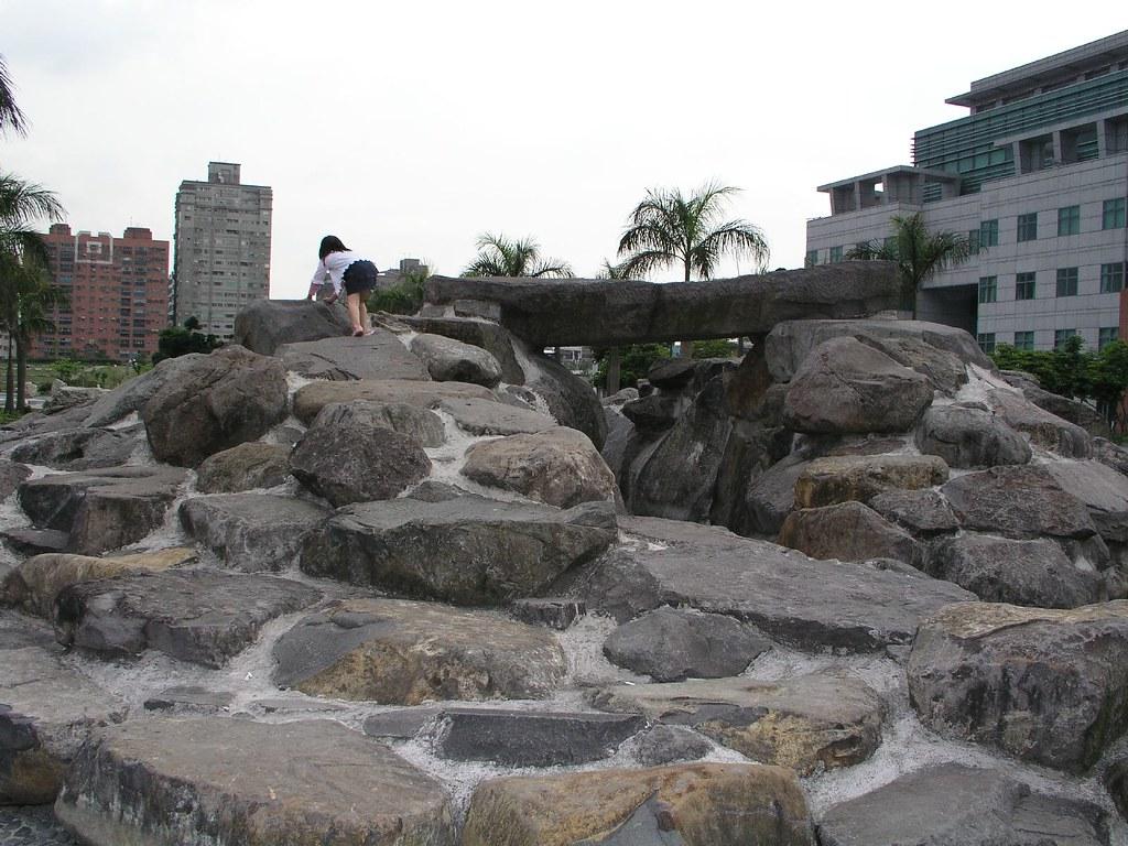 中和四號公園—有名的小岩石山