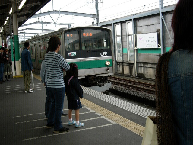 Kita-Urawa: nadjeżdża pociąg
