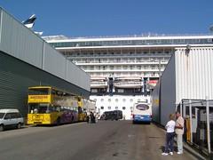 Kevään ensimmäinen risteilylaiva Hernesaaressa