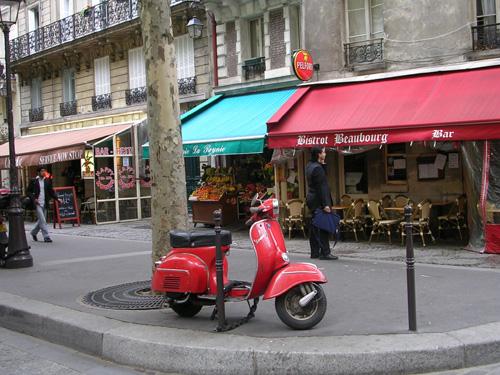 En skoter i Paris