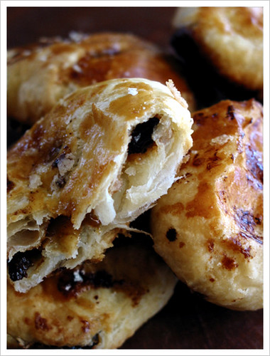 DMBLGIT #5 (37) - Eccles cakes, a spicy raisin-filled puff pastry (NOT MINE)