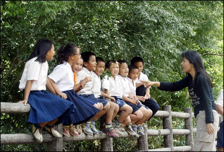 霧鹿國小 a mountain elementary school in Wulu , eastern Taiwan,  May 2003.