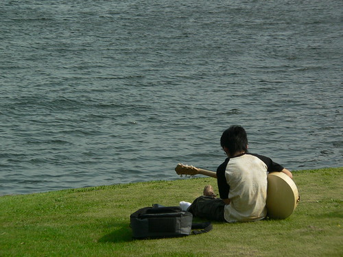 practice of a guitar at seaside
