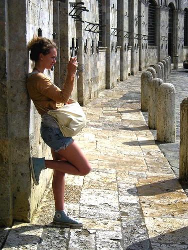 西耶納(Siena)扇形廣場旁的佇立